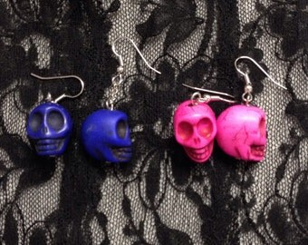 Halloween: resin earrings shaped like a skull. 2. colors 2 pairs.