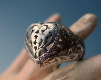 Heart Ring Puffy Filigree