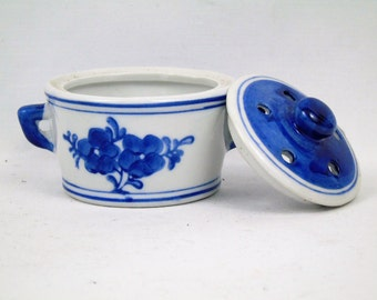 Blue and white lidded, twin handled pot pourri with floral design