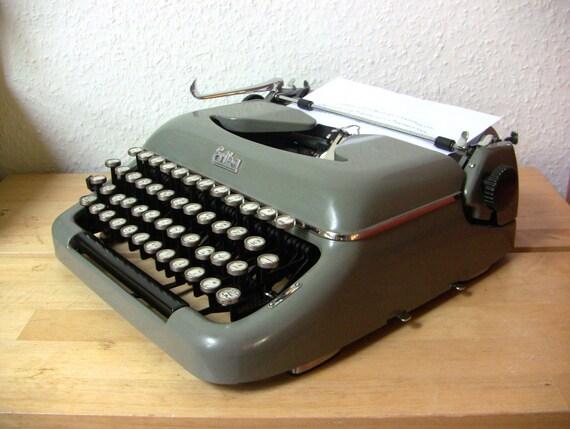 clavier arabe machine crire erika mod 10 arm e portable. Black Bedroom Furniture Sets. Home Design Ideas