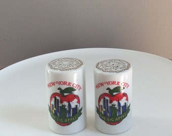 New York City Souvenir Shakers, The Big Apple Salt & Pepper Shakers, New York Skyline, Twin Towers, Made in Japan