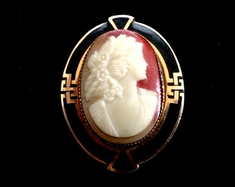 Pretty Vintage Cameo Brooch with Art Deco Setting