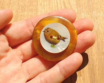 Goldcrest bird brooch, amber yellow button pin, bird gifts, Spring jewelry, gift for gardeners, handmade in UK, upcycled button jewellery