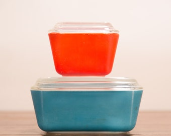 Pyrex Fridge Dishes - Red and Blue with Lids