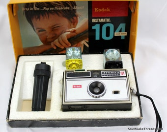 Vintage Kodak Instamatic 104 Camera with Original Box & Cubes
