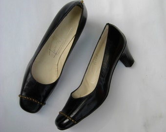 Vintage 60s pumps, black 60s shoes, black vintage pumps, embellished black pumps, italian pumps