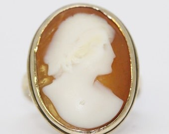 Antique Classic Carnelian Shell and 14K Yellow Gold Cameo Ring
