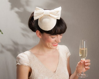 Fascinator white creme silk