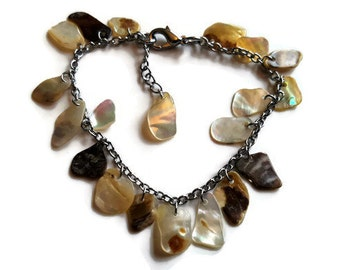 Shell bracelet beautiful adjustable bracelet. Silver metal linked chain with gorgeous Mother of Pearl slivers.