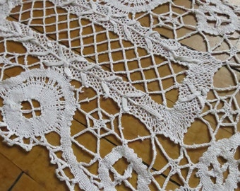 Gorgeous Antique Hand Worked Bobbin Lace Doilly
