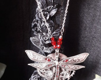 Necklace-inspired steampunk