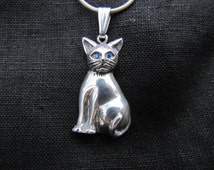 Sterling Silver Blue-eyed Kitty cat pendant