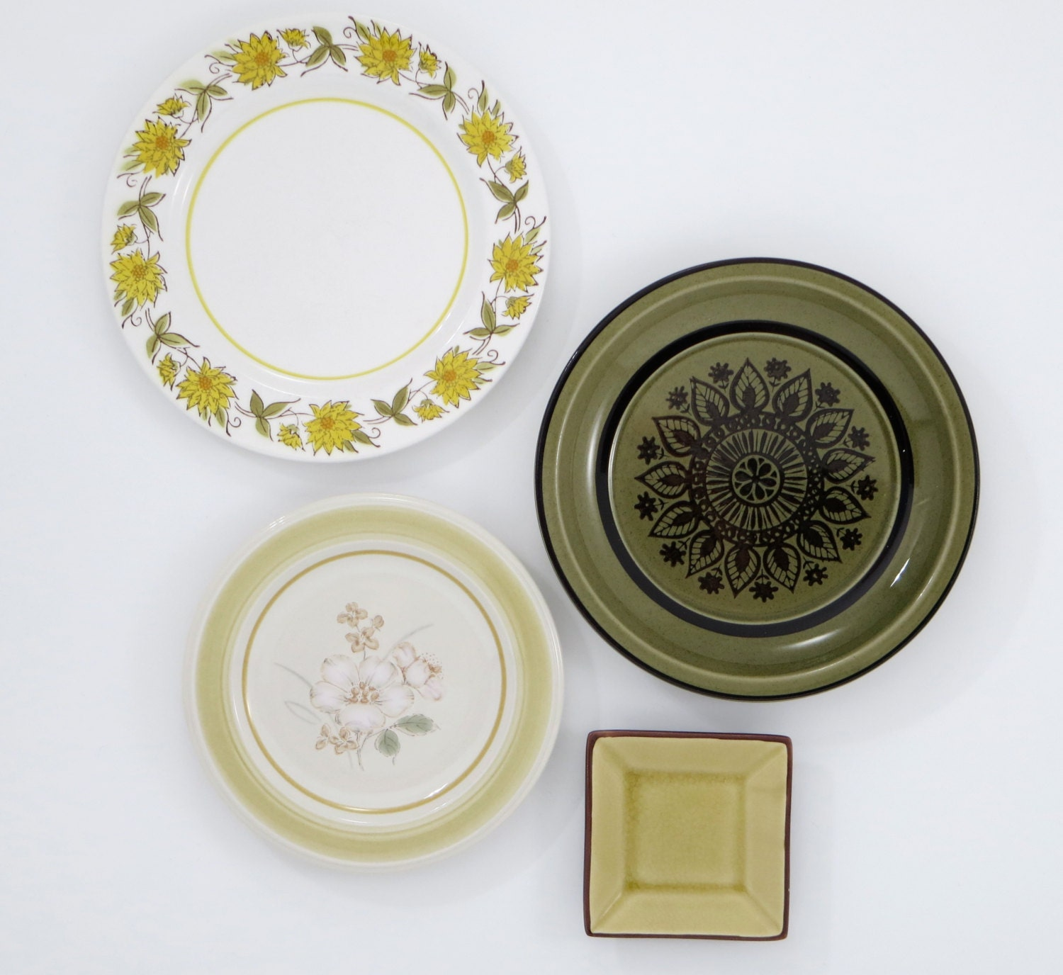 Decorative plates kitchen wall decor shabby by for Decorative wall dishes