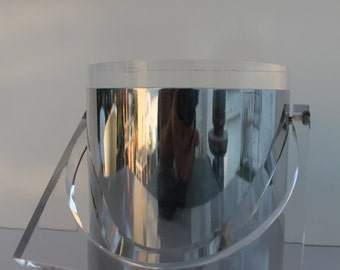 Lucite And Chrome Vintage Ice Bucket.