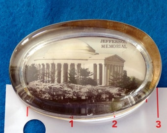 Vintage Oval Flat Glass Jefferson Memorial Paperweight