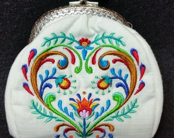 L314. Coin Purse.  Folk art heart design