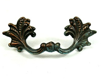 Vintage drawer pull - Brass drawer pull - Drawer handle - Vintage furniture hardware - Ornate brass handle - Antique Drawer Handle -
