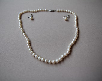 Beautiful romantic classic Pearl necklace and earring set