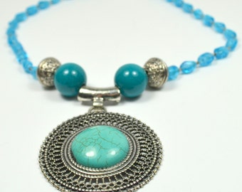 Beaded necklace with metal pendant