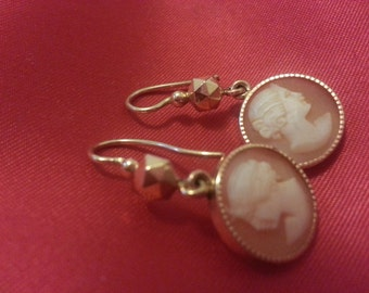 Pierced earrings gold 18 k cameo