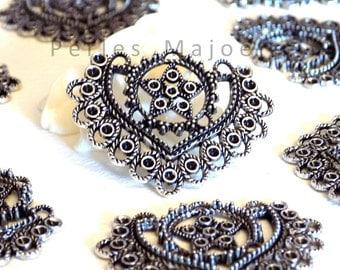 Lot de 2 connecteurs / pendentifs forme coeur couleur argent antique