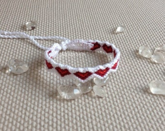 Macrame heart bracelet in red and white