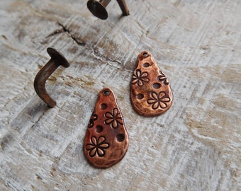 "Plates hit copper, rustic, Bohemian, reasons ""small flowers""."