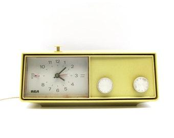Vintage RCA AM Clock Radio
