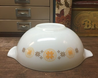 Vintage Pyrex Town and Country Cinderella  4 QT 444