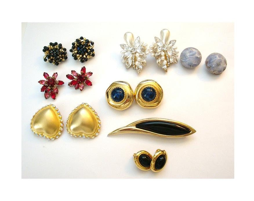 vintage costume jewelry lot of clip on earrings and a brooch