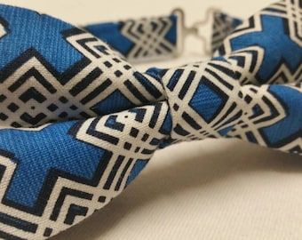 Men's Bowtie in Blue and White