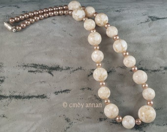 Cream Shell in Resin and Glass Pearl Necklace