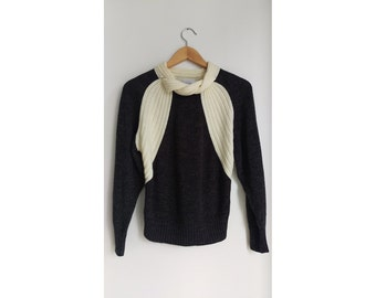 Vintage Sweater with Neckline Detail, Size: Medium. The Sweetest Little Sweater!