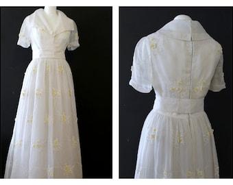 Stunning Rare Harrods Vintage White Organza full length gown/ wedding/ dress Daisy appliqué