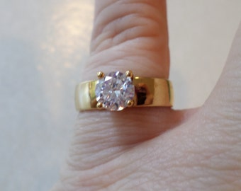 Vintage Fashion Gold Tone Glass Stone Solitaire Ring, Size 6.5.