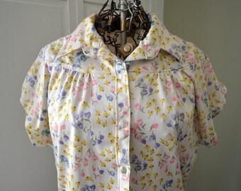 Fun Floral Vintage Blouse /Top / Shirt / Polyester / Retro Wardrobe