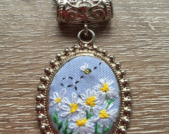 Daisy with tiny bee hand embroidered necklace/pendant/flower/floral/natural/jewellery/gift for her/stitch/lovely/bridal gift