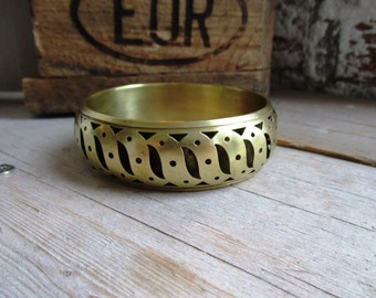 VINTAGE wide brass bangle bracelet with 3d effect pattern