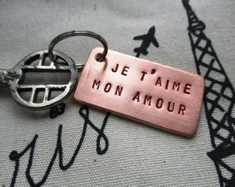 HANDMADE Keychain/tag of copper with text ' je t'aime mon amour ' colored with red and hammer blow back. (custom possible!)