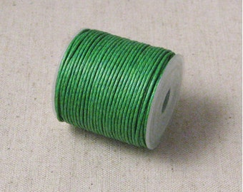 1mm Grass Green Waxed Cotton Cord - 10 yards (3A-14)
