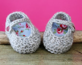 """Sale! PDF Crochet PATTERN for beginners - Baby Slippers (2 ways finishing). Size 0-3 months (3""""). Written in US terms."""