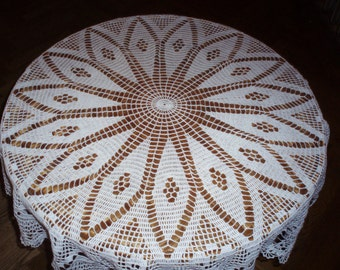 Crochet doily / Lace / White / 40 inches
