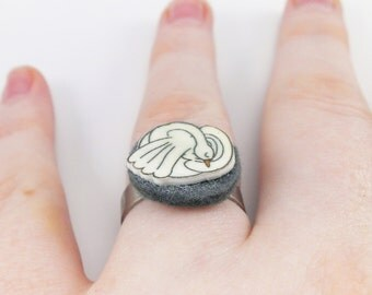 """Swan"" with felt ring"
