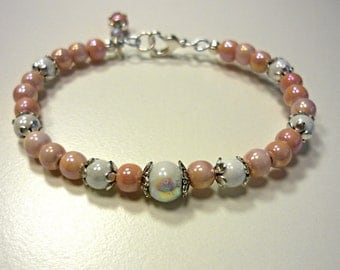 Offer Beaded bracelet in peach and white colors