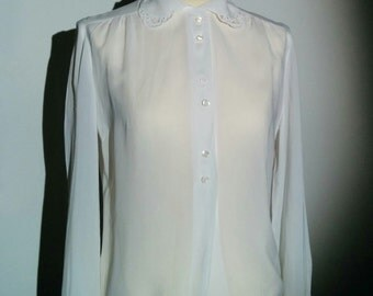 Vintage White Georgette blouse with embroidered collar tip