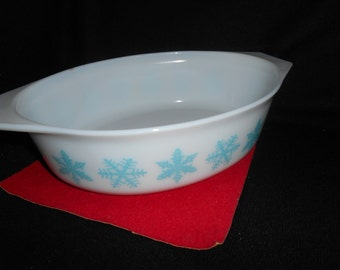 "Pyrex Snowflake (Turquoise On White) 2 1/2 Quart Oval Casserole ""NEW Pyrex Decorator Casseroles"""