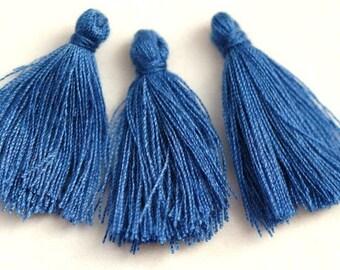 3 small tassels / 3 cm / Sapphire Blau