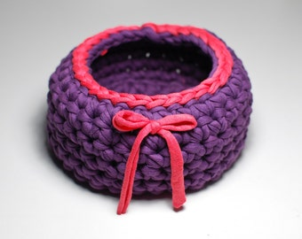 Trapillo basket in purple and coral, crochet made, to decorate, organize our tools, with ribbon decoration