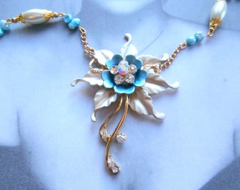 """Blue mother of Pearl Flower necklace style """"ART DECO"""""""