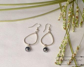 Earrings,Stone earrings Gems,Hematite,White Pearl,brass,silver color,geometric style,custom jewelry,elegance,Clemence Chac